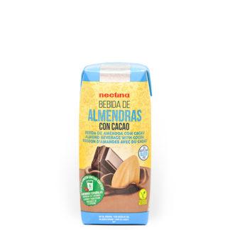 Imagen de bebida de almendras con cacao